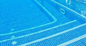 Sistemas de limpieza integrados en la piscina / Limpiafondos integrados