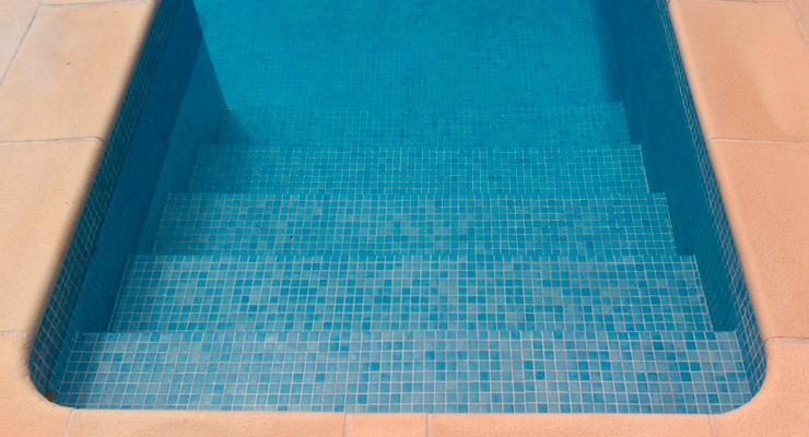 Piscinas con profundidad uniforme o con pendiente qu es for Medidas de una piscina para una casa